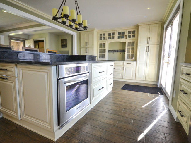 Choice Premier - Renaissance Kitchen - Photo by Warehouse Guys
