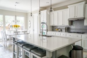 white kitchen island with kitchen bar stools