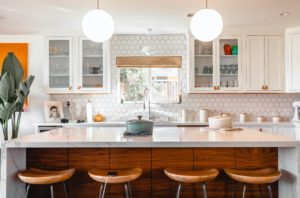 white marble kitchen island with brown bar stools